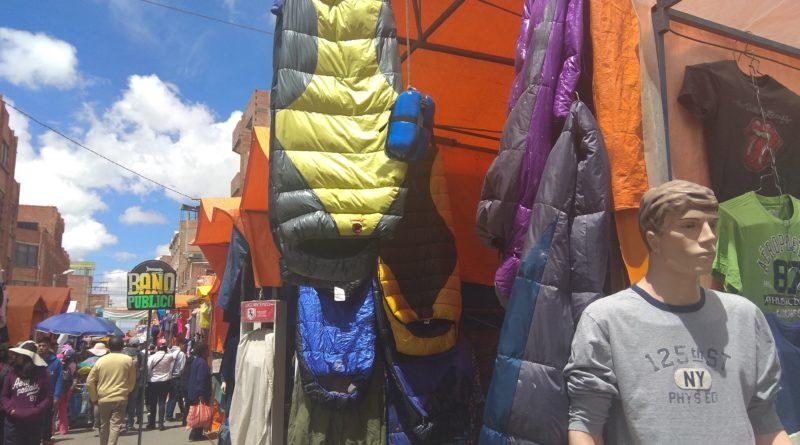 Sector de ropa usada de la Feria 16 de Julio