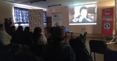 """Difunden en la ciudad de El Alto el audiovisual """"Aprendiendo a ser papá"""""""