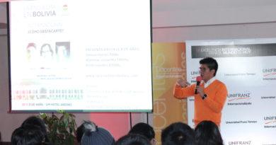 Estudiantes de UNIFRANZ El Alto aprenden a despertar su creatividad